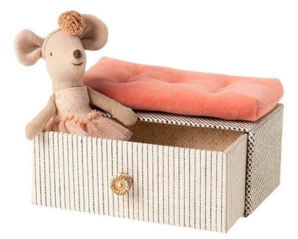 Maileg Tanzmaus Kleine Schwester im Tagesbett